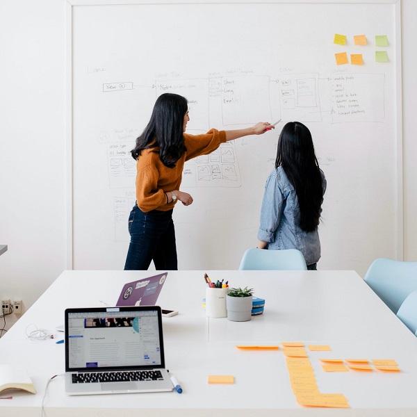 Team Brainstorming in Office